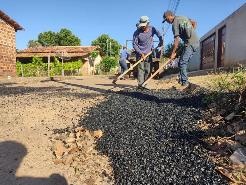 Ação tapa buracos em São Valério-TO